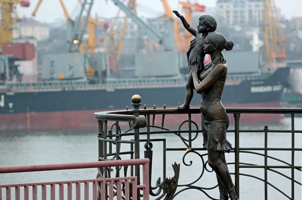 Памятник жене моряка «Морячка», Одесса