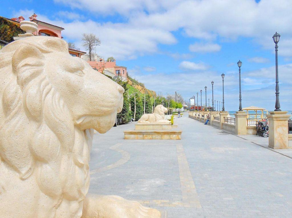 Набережная, пляж «Золотой берег» (Одесса)