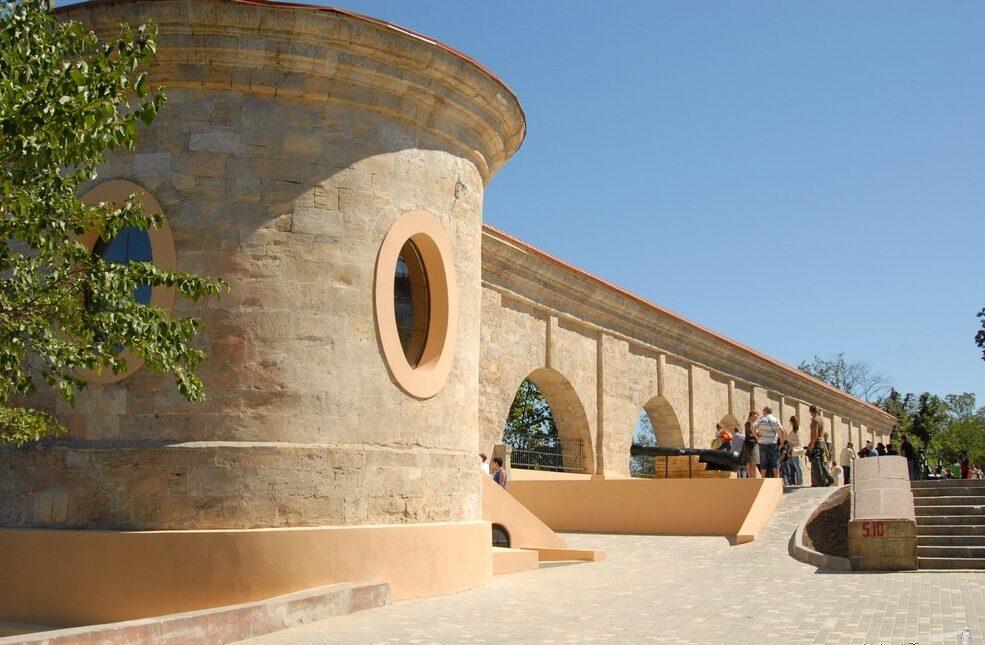 Карантинная стена в одесском парке Шевченко