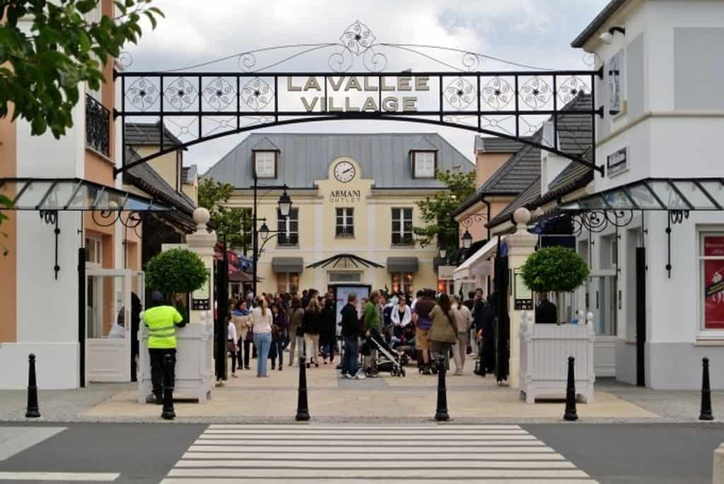 Аутлет La Valle Village рядом с Парижем, скидки в магазинах