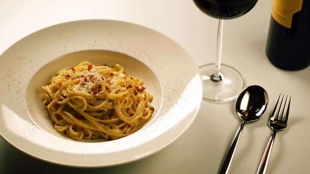 Паста алла карбонара итальянские блюда