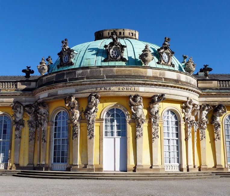 Вакхи и вакханки на южной садовой стороне дворца, выполненные Кристианом Глуме