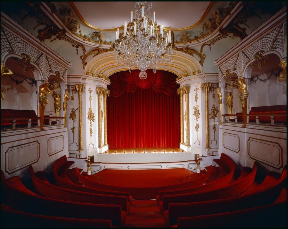 Театр в Новом дворце