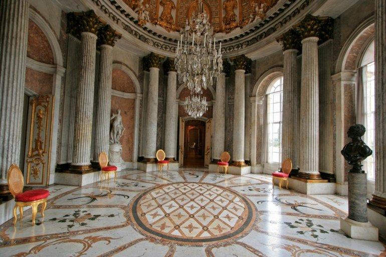 Мраморный зал с куполообразным потолком – Дворец Сан-Суси (резиденция прусских королей)