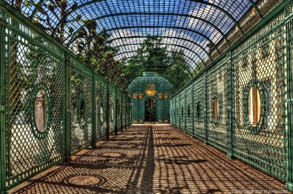 Крытые аллеи парка Сан Суси