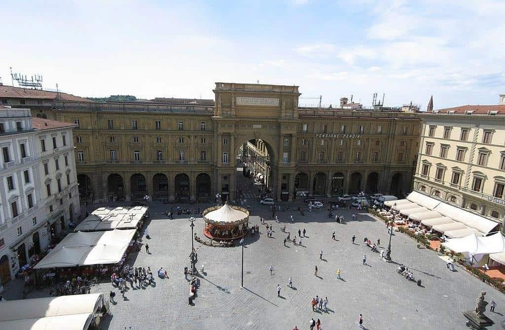 Площадь Республики (Piazza della Repubblica)