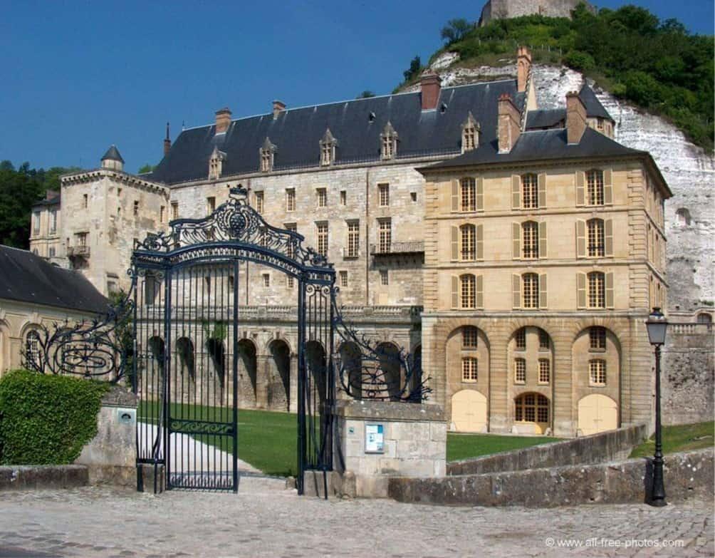 Замок Ля Рош-Гюйон (La Roche-Guyon)