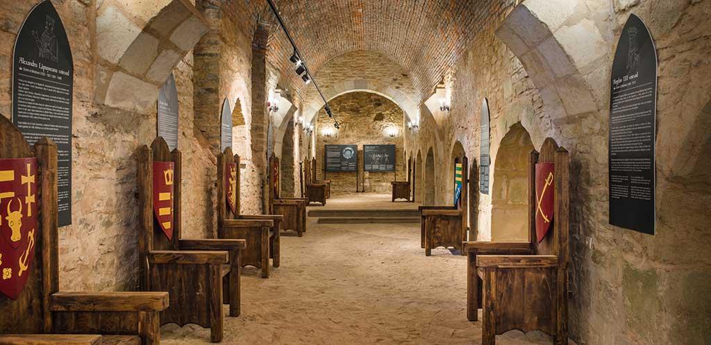 Тронная крепость, Сучава - Румыния достопримечательности