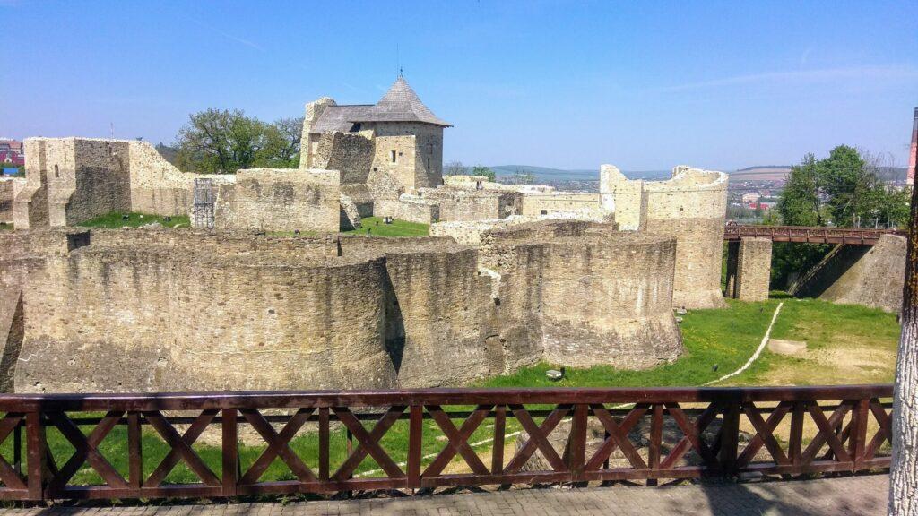 Тронная крепость, Сучава Румыния, Достопримечательности Румынии