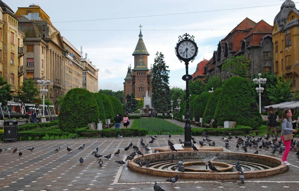 Главная площадь Тимишоары - площадь Победы, кафедральный собор Трех Святителей