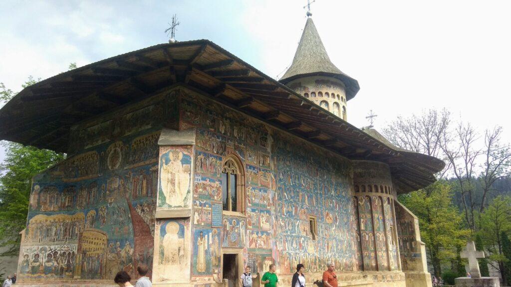Расписной монастырь Воронец