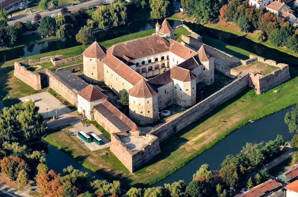 Королевская резиденция Фэгэраш (Făgăraș Citadel)