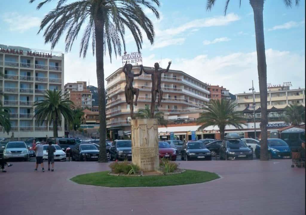 Памятник «Сардане» (Monument a la Sardana) Льорет-де-Мар