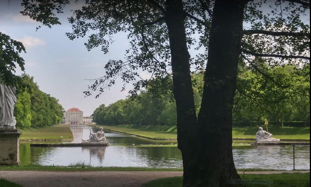 Вид на дворец Нимфенбург с Большого канала (Шлоссгартенканаль)