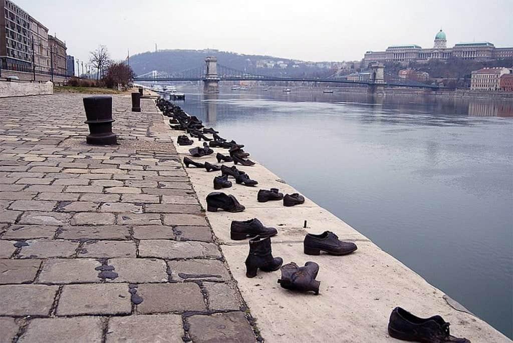 «Туфли на набережной Дуная» - памятник жертвам Холокоста