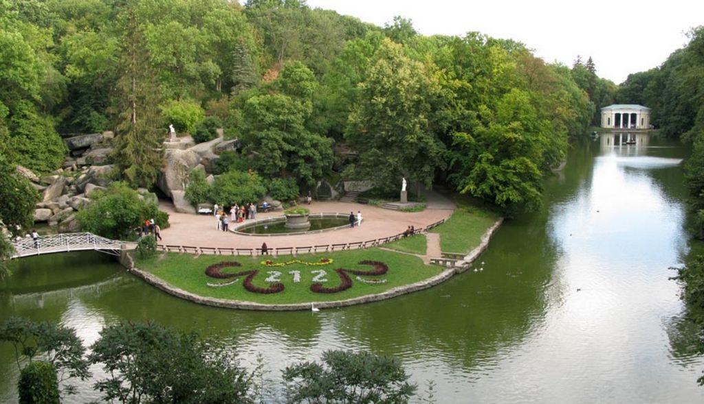 Вид на площадь Собраний - Парк Софиевка, Умань