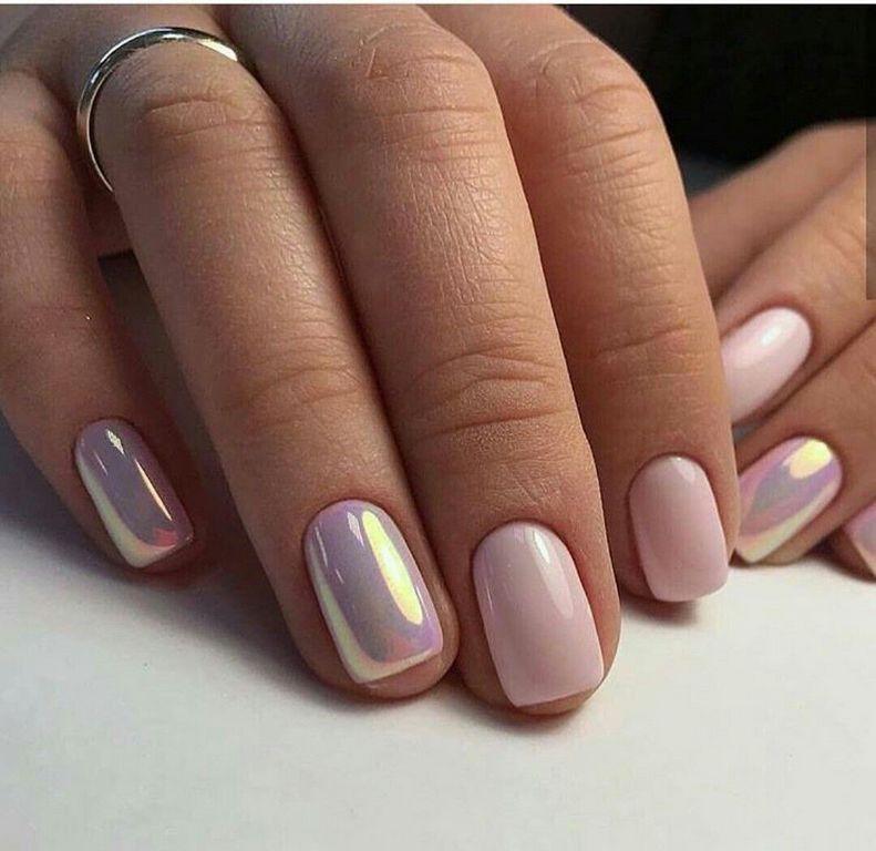 Зеркальный весенний маникюр на короткие ногти