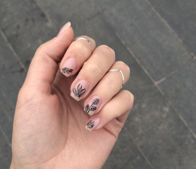 Скромный молодежный уход за ногтями