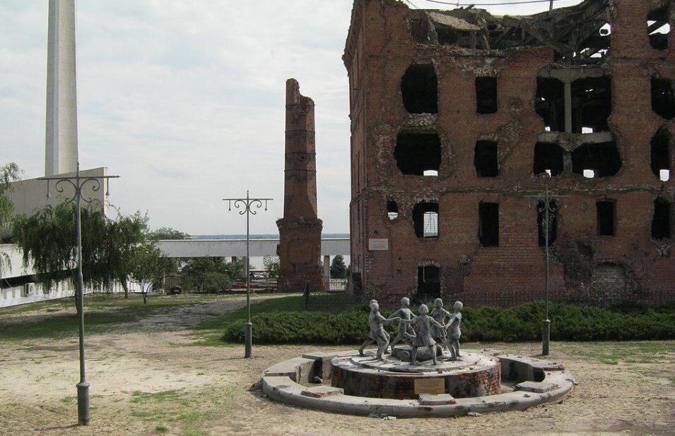 Сталинград – реплика фонтана «Детский хоровод» («Бармалей») у мельницы Гергардта