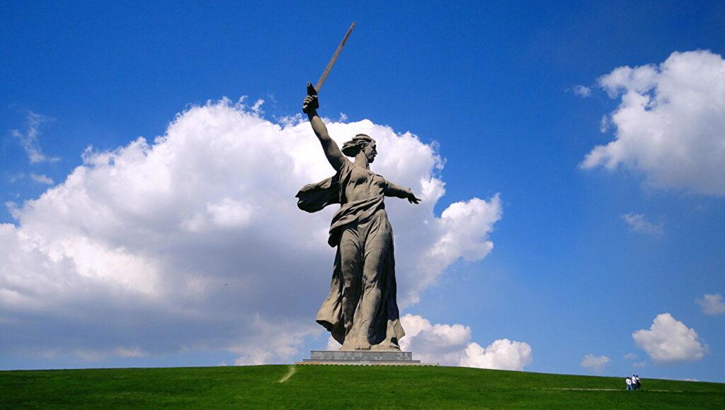 Монумент - Родина-мать зовёт!