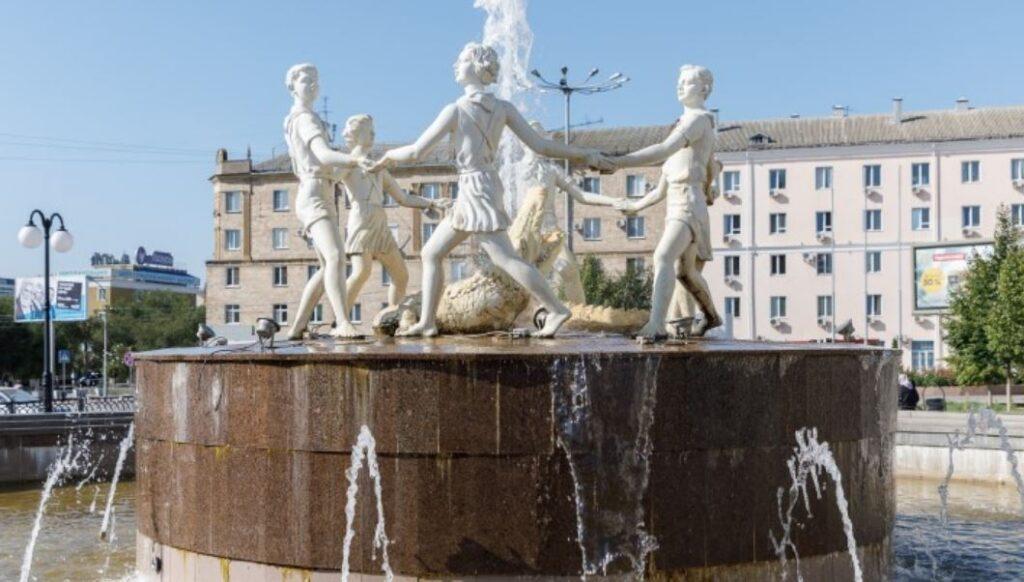 Фонтан «Танцующие дети» - реконструированный фонтан на Привокзальной площади