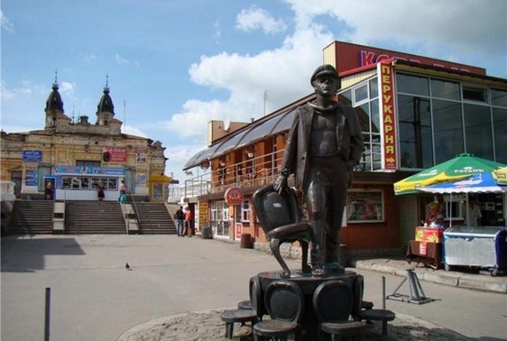 Памятник Остапу Бендеру в Жмеринке – до 2012 года