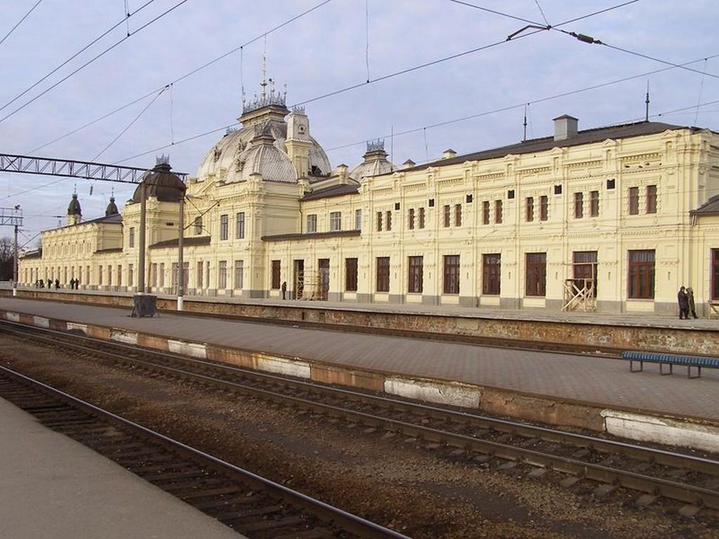 Железнодорожный вокзал в Жмеринке (фото с 4 платформы)