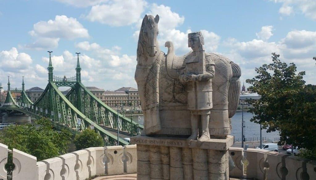 Статуя святого Иштвана и Мост Свободы