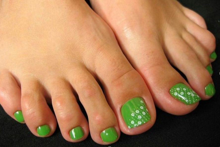 Сочные зеленые принты в цветочном стиле