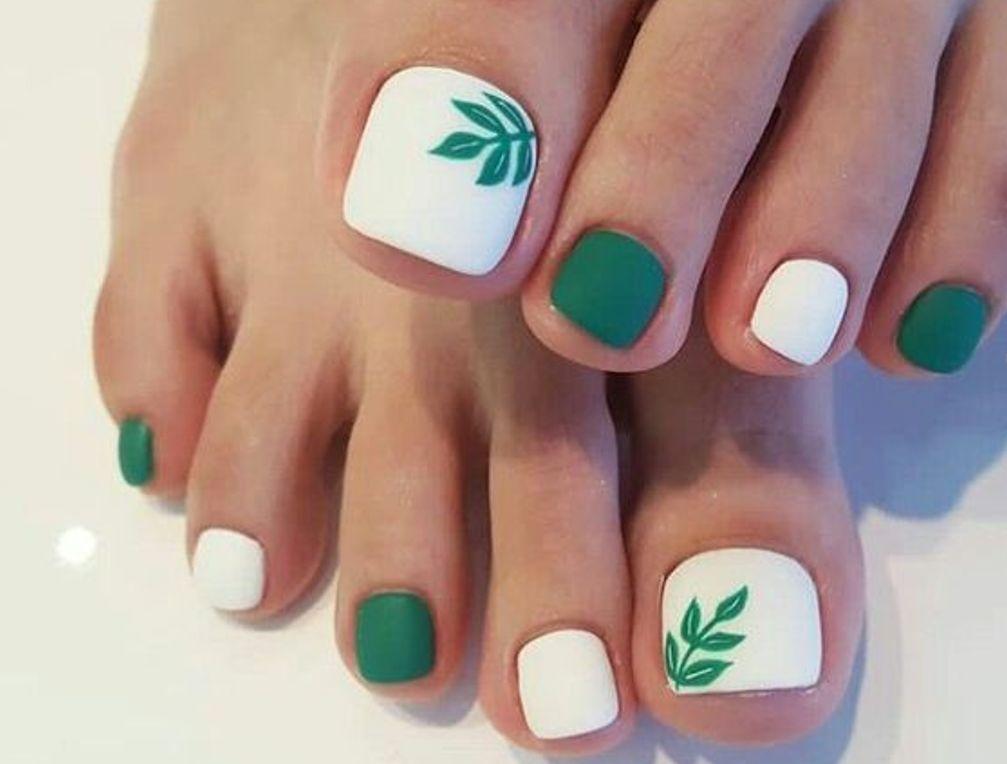 Бело-зеленый матовый летний дизайн