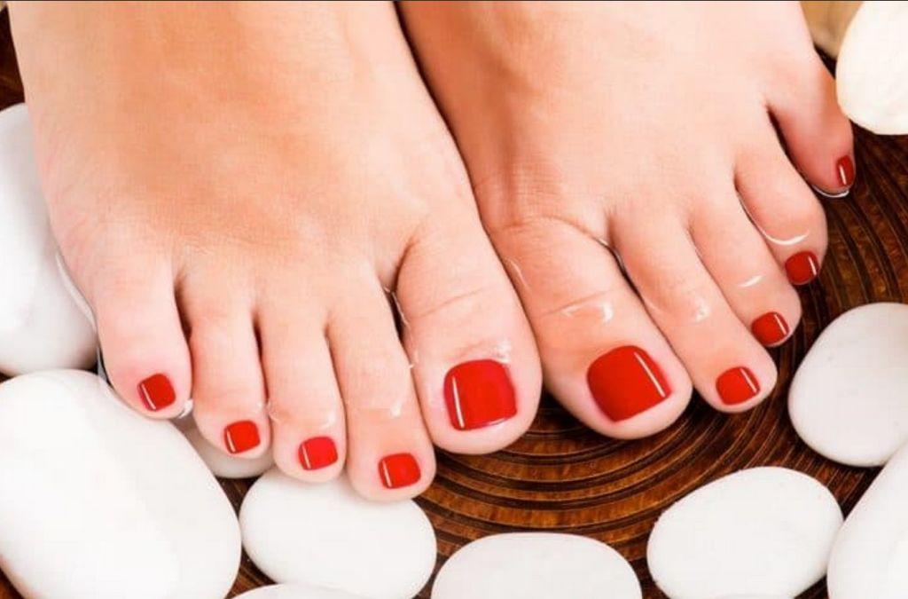 Мыть ноги в ароматной воде - правило гигиены