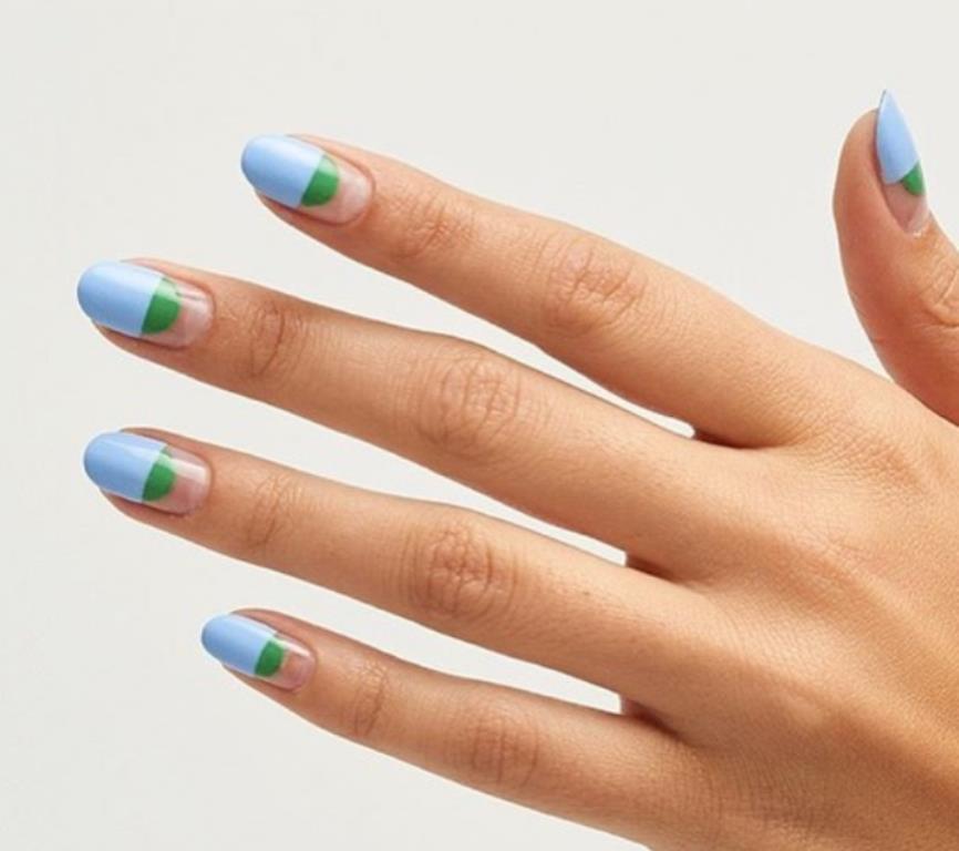 Летняя прохлада – голубой, зеленый и бесцветный лак