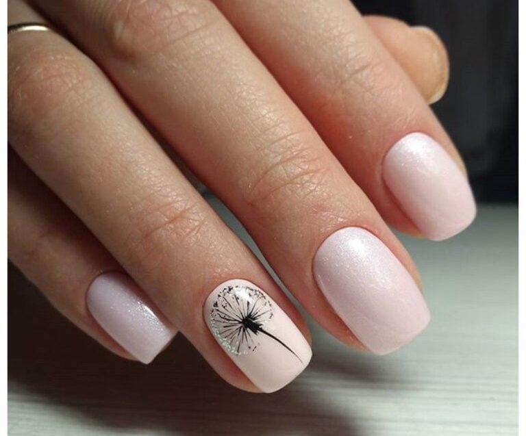 Маникюр с одуванчиками на ногтях