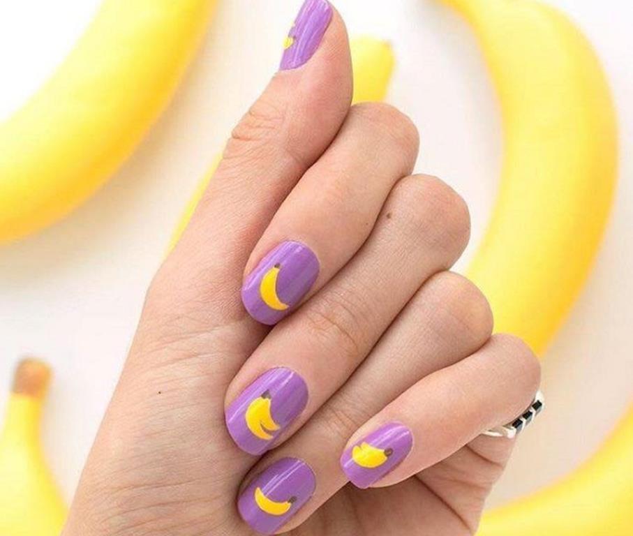 Бананы на маникюре
