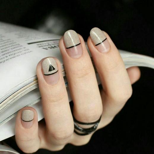 Благородный маникюр с покрытием до середины ногтя