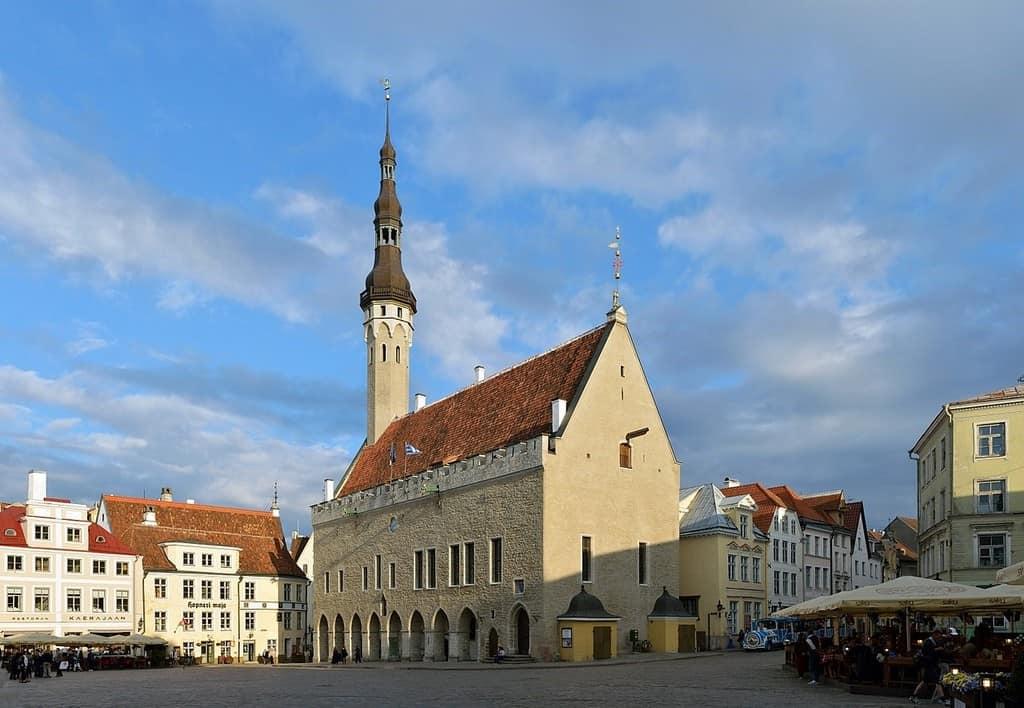 Таллинская ратуша (Tallinna raekoda) Таллин (Эстония)