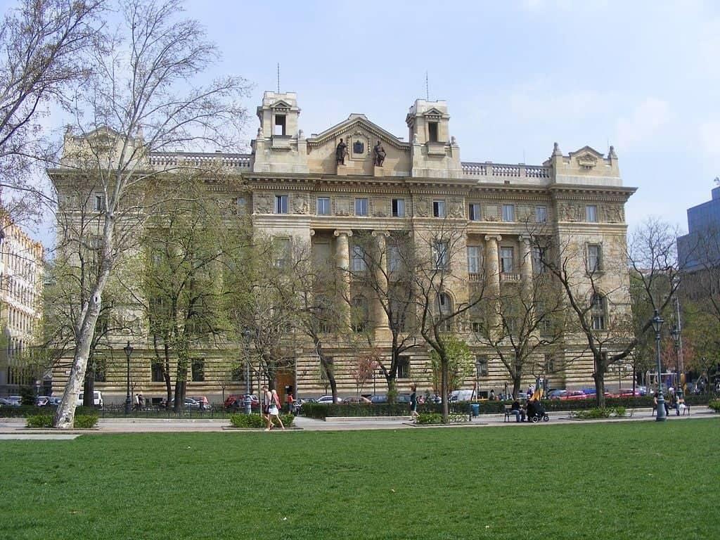 Здание Венгерского национального банка, Будапешт