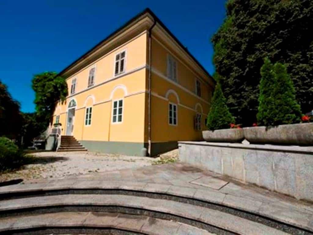 Самое старое здание в Рогашке Слатине, построенное в 1805-1806 годах.