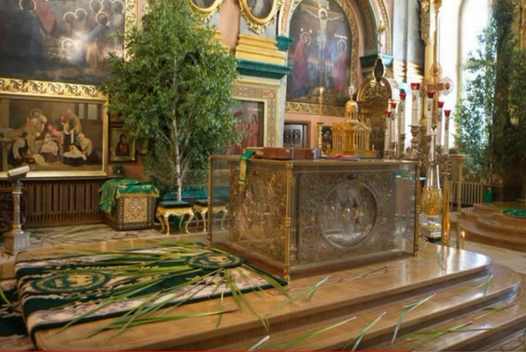 Украшение храма к празднику - Свято-Почаевская Лавра - Троица 2021