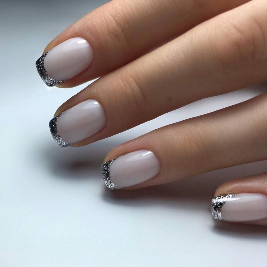 маникюр с блестящими кончиками ногтей