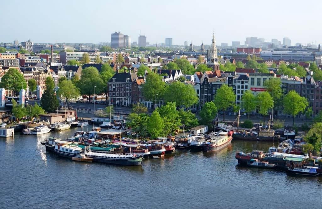 Вид на Амстердам со стороны библиотеки