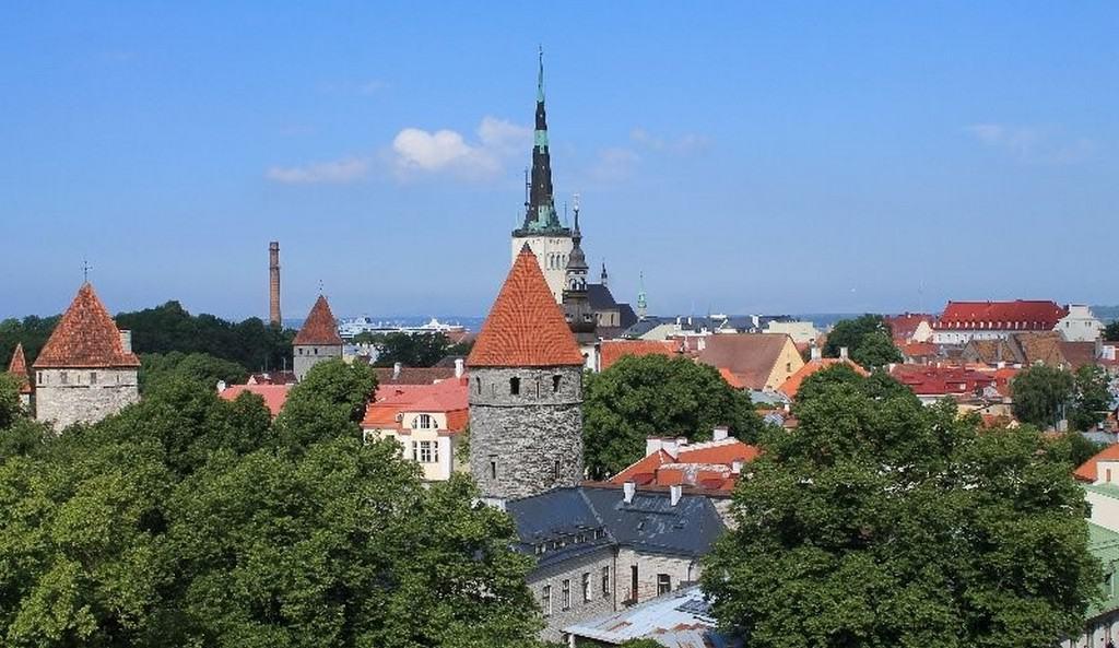 Вид на город со смотровой площадки Паткуля Таллин (Эстония)