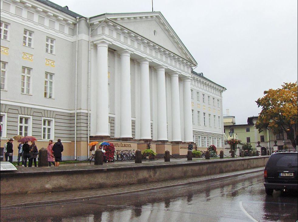 Здание университета в Тарту в настоящее время (Эстония)