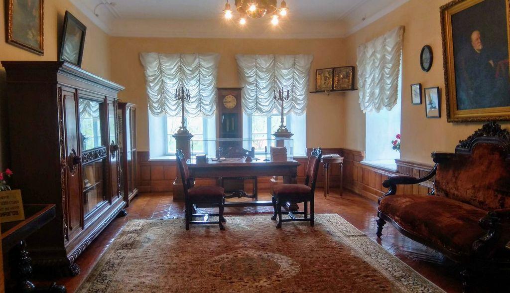 Рабочий кабинет и диван, на котором скончался М. И. Пирогов (Винница - музей Пирогова)