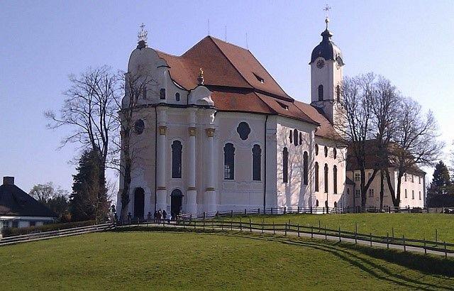 Церковь на лугу (die Wiese — луг), Бавария