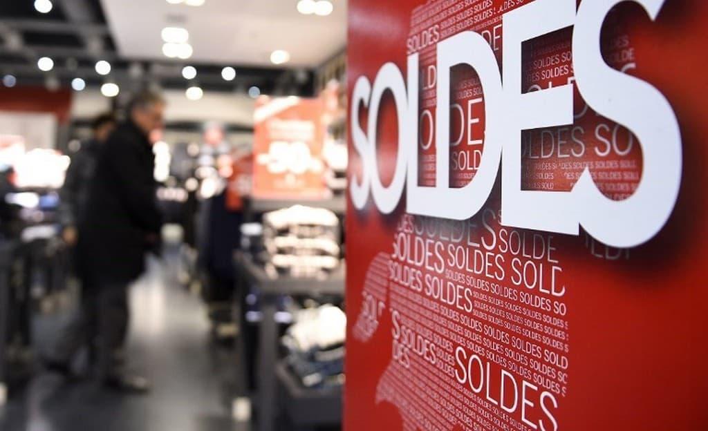 Зимние распродажи в Париже, скидки в магазинах