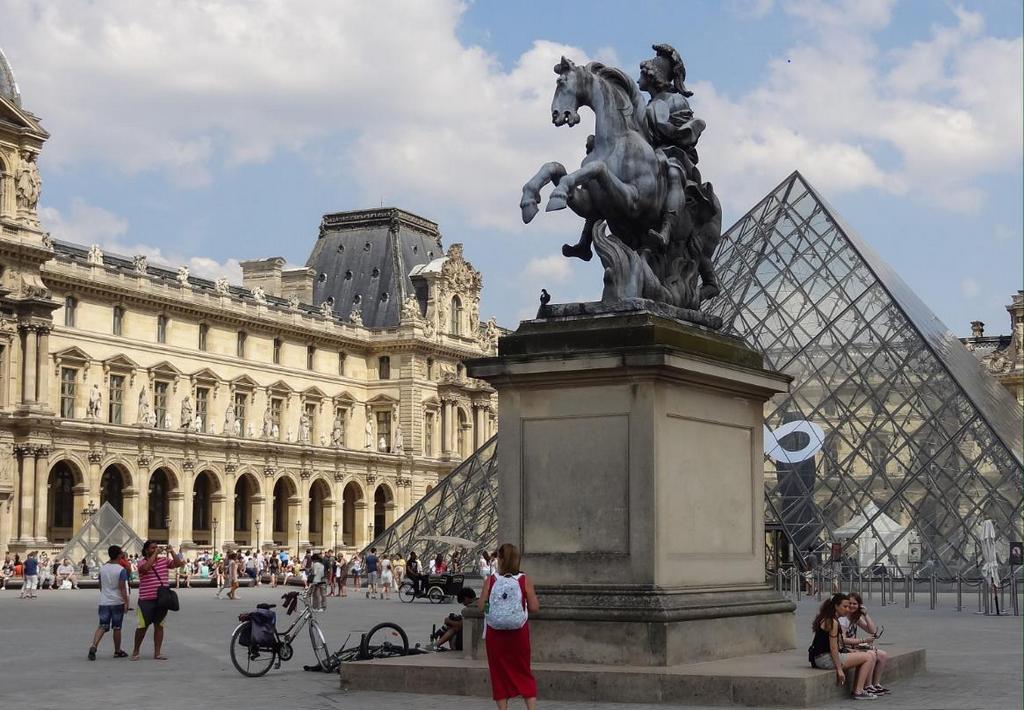 Конная статуя Людовика XIV (Monument to Louis XIV in Paris), Париж - интересные достопримечательности