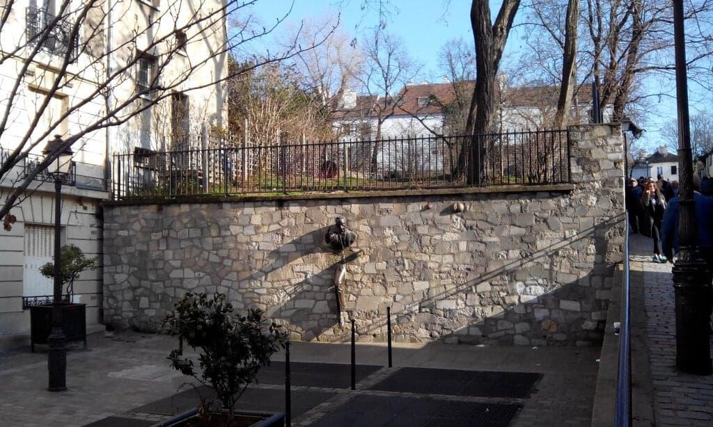 Человек, проходящий сквозь стены (Le passe-muraille), Париж - интересные достопримечательности
