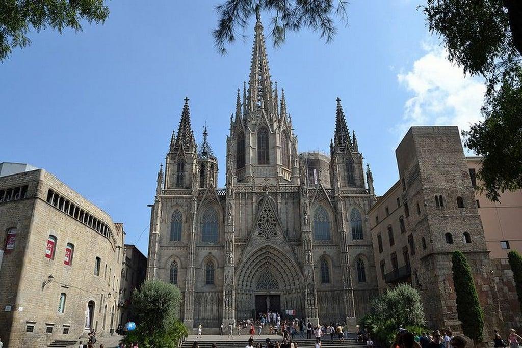 Собор Святого Креста и Святой Евлалии, Барселона самостоятельно