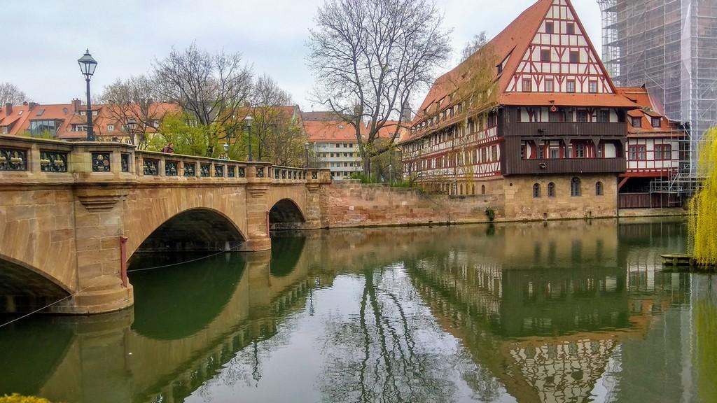 Мост Максбрюкке (Maxbrücke) и Винный дом на реке Пегниц